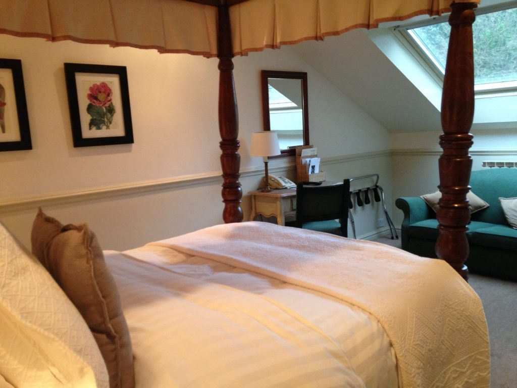 Four poster room Holdsworth House