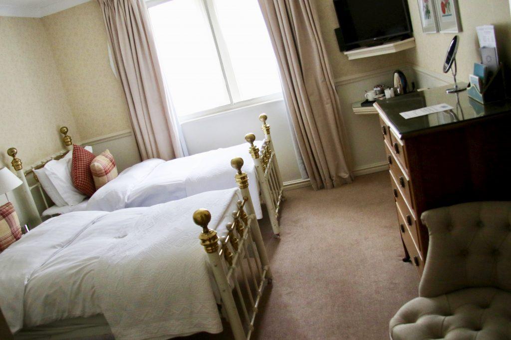 Twin room Beatles Holdsworth House