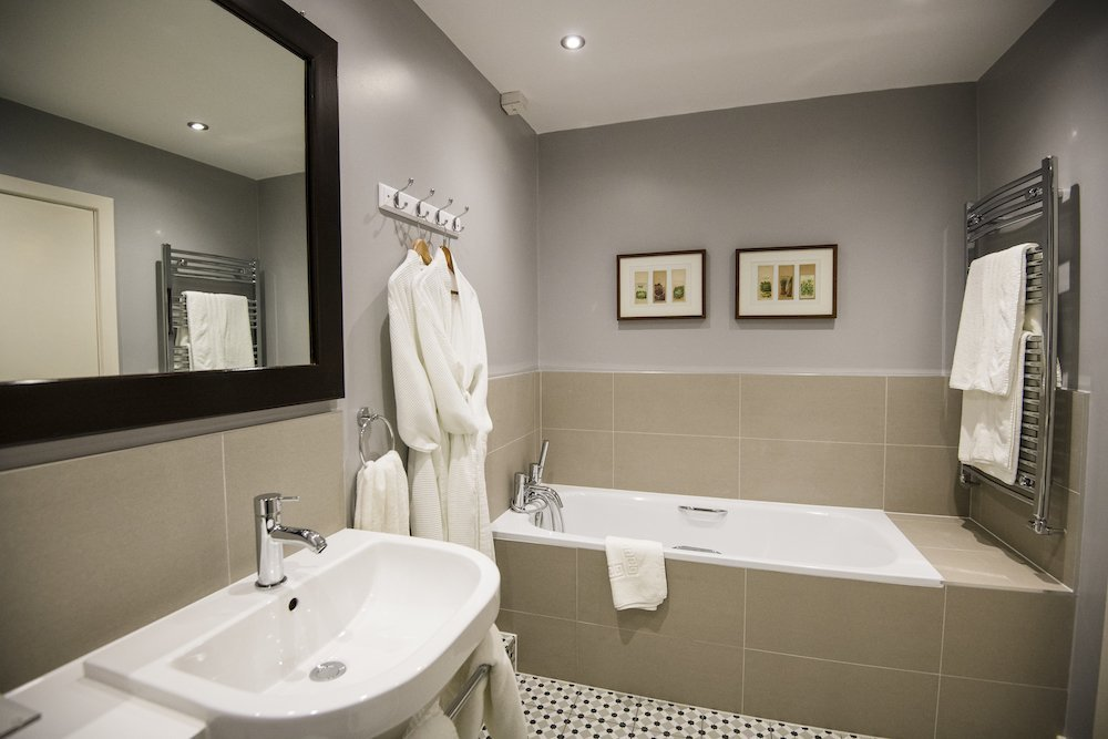 Suite bathroom at Holdsworth House
